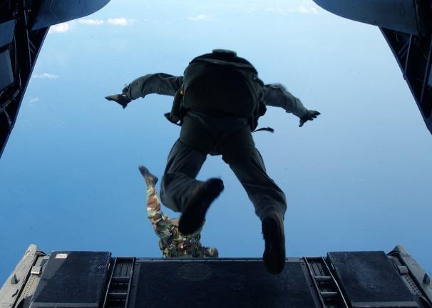 skydiving-708699_1280